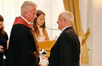 Eötvös-gyűrű kitüntetést kapott Oláh Attila, az ELTE PPK korábbi dékánja