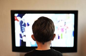 A tipikus reklámok reprezentációjának hatása az új típusú reklámok felismerésére
